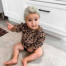 Повседневная футболка с круглым вырезом и длинными рукавами и леопардовым принтом для маленьких девочек