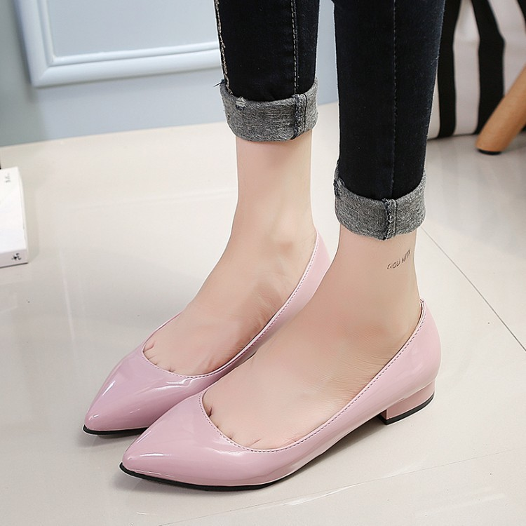 2016 Autumn Korean-style Pointed Toe Chunky Heel Shoes Shallow Mouth Flat Top Shoes Low Heel Ol Career Black And White With Patt