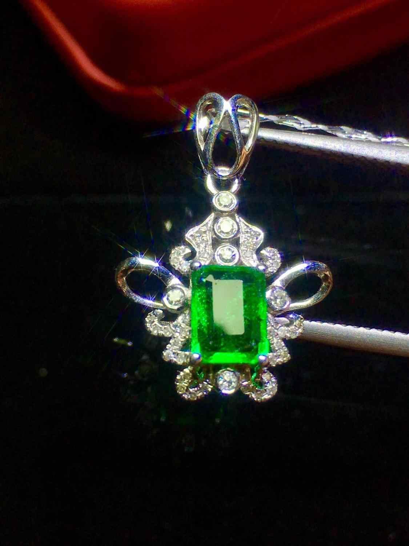 เครื่องประดับ 18K Gold AU750 G18K Emerald จี้ Emearld 0.85ct Gold Diamond จี้สร้อยคออัญมณีสำหรับสตรี