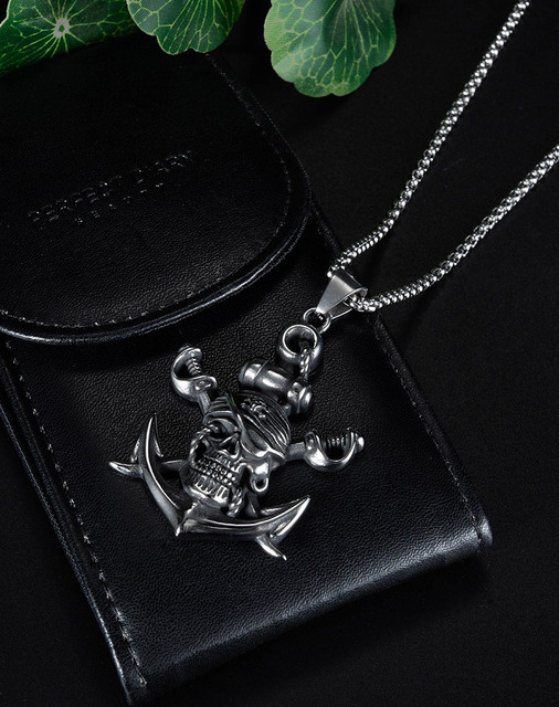 PIRATE SKULL NECKLACE