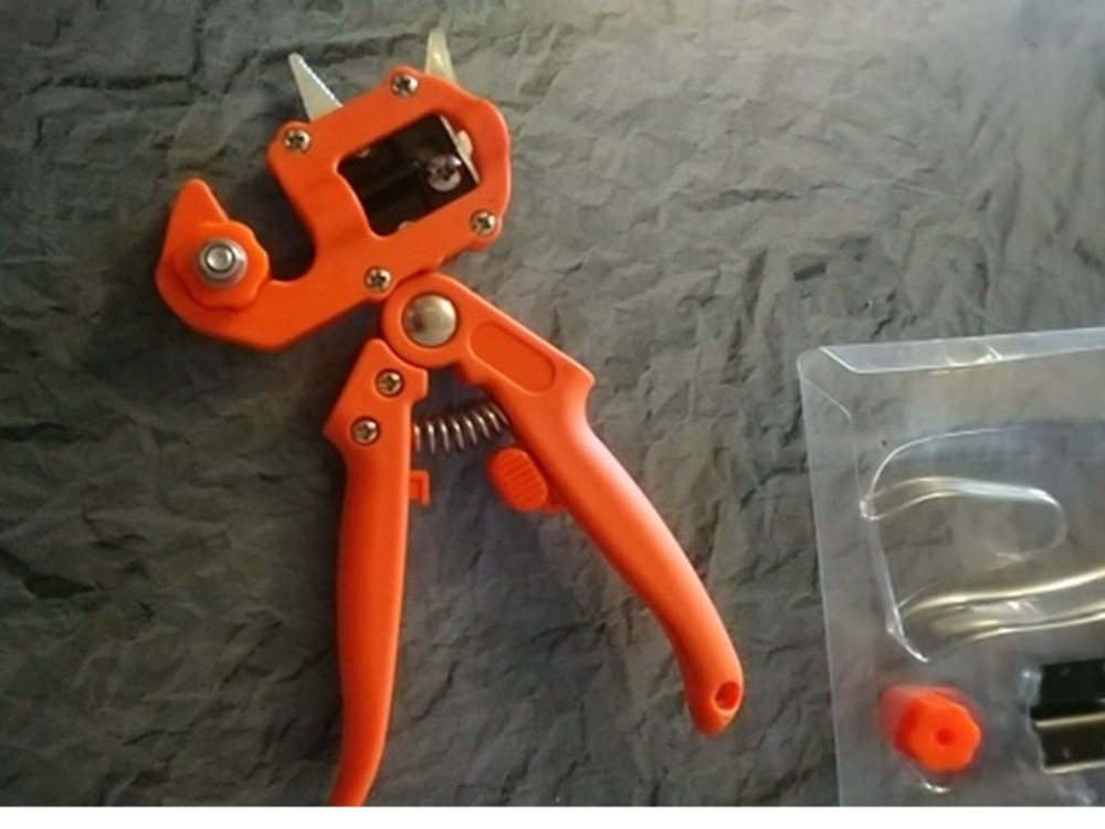 Professional Pruning Branch Scissor for Grafting Chopping and Cutting of Branches as Garden Tools 8