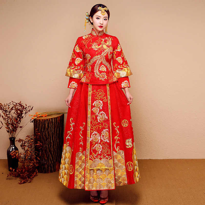 Spring Of 2020 The New Chinese Style Wedding Dresses Red Long Trailing Longfeng Binding His Bride To Propose A Toast
