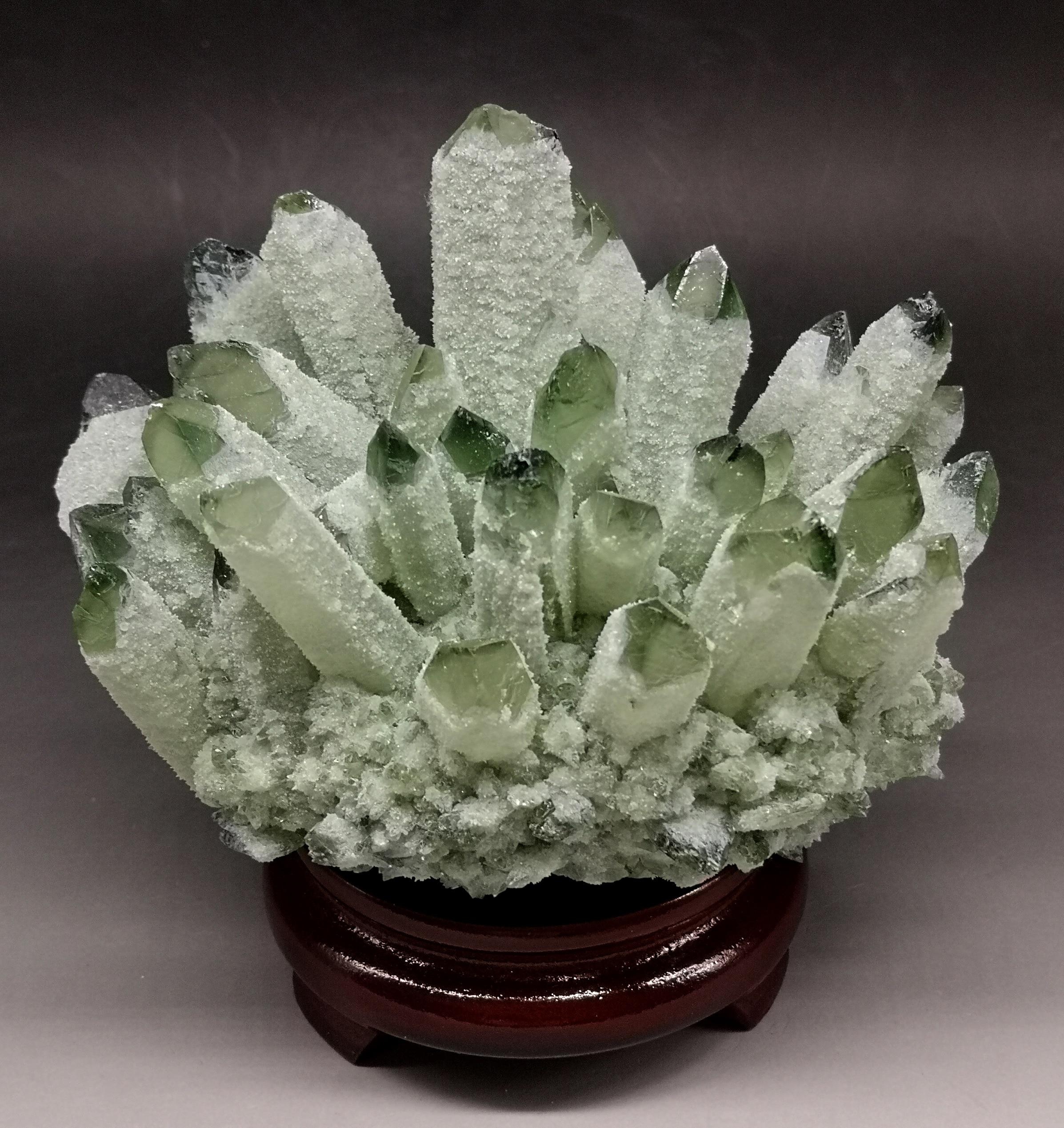 Ev ve Bahçe'ten Taşlar'de 1080g Doğal Yeşil Hayalet Phantom Kuvars Kristal Küme Kristaller ve taşlar Şifa Numune Dekorasyon Ücretsiz hediye ahşap taban'da  Grup 1