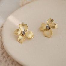 Модные матовые металлические серьги гвоздики в форме цветка