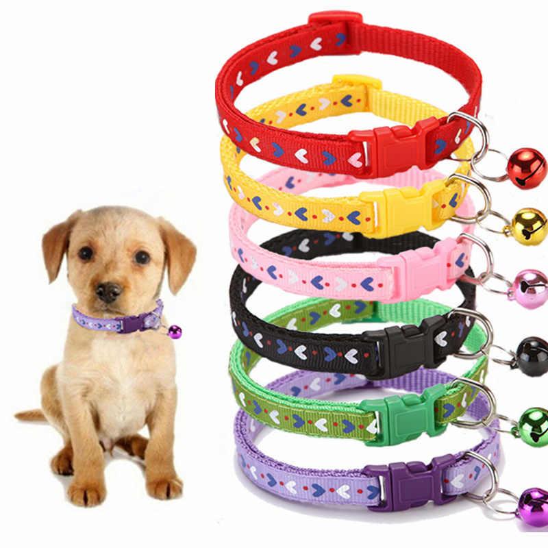 Nouveau mignon colliers pour animaux de compagnie coeur impression chiot réglable Polyester collier belle avec des cloches imprimer chat chien collier collier approvisionnement