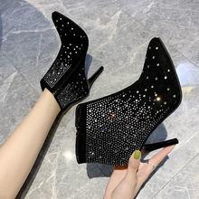 Женские ботинки на высоком каблуке украшенные стразами в британском