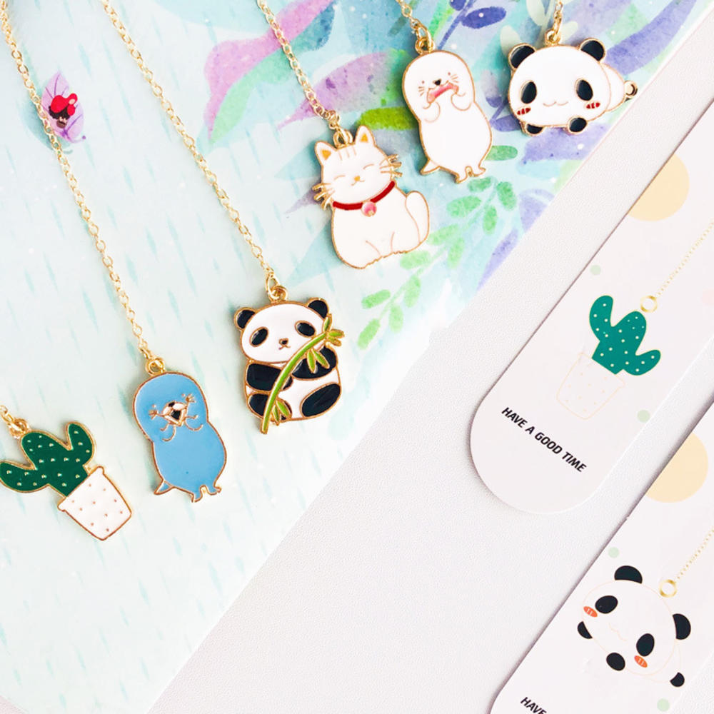 1PCS Creative Small Fresh Metal Pendant Bookmark Cute Panda Otter Cactus Student Stationery School Office Supply