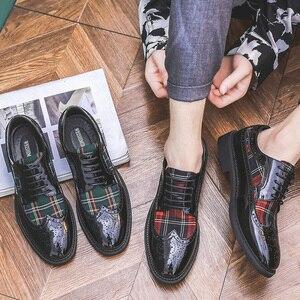 Image 5 - Misalwa chaussures Oxford à ailettes modernes pour hommes, couleurs vertes, rouges, personnalité, souliers en cuir verni, à bout pointu