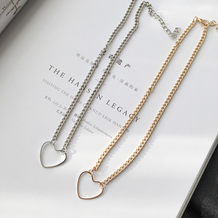 2020 New Metal Heart-shaped Choker Necklaces Women Letter Heart Simplicity Sexy Hollowing Out Jewelry Necklaces Wholesale