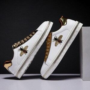 Image 1 - Zapatos planos con bordado de abeja para hombre, zapatillas masculinas de suela plana, informales, con purpurina, a la moda