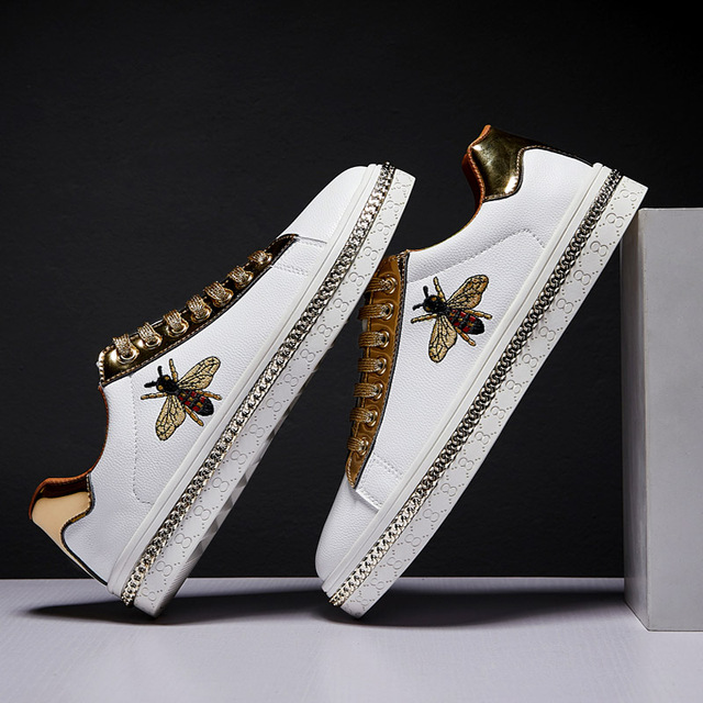 Zapatos planos con bordado de abeja para hombre, zapatillas masculinas de suela plana, informales, con purpurina, a la moda