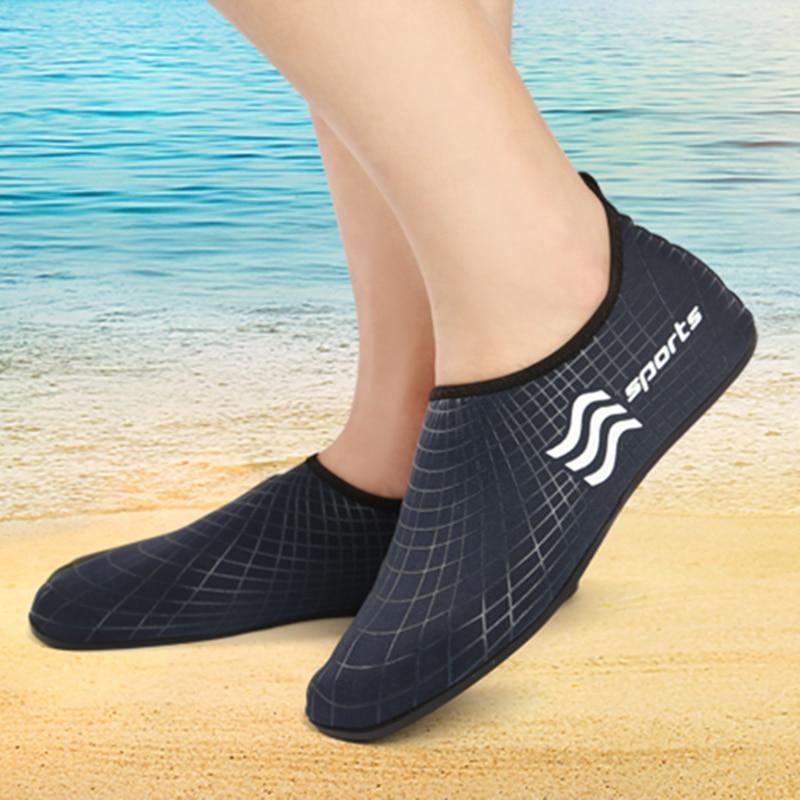 Chaussures d'eau plates et souples pour hommes, pantoufles de plage, de plongée, de natation, confortables, à séchage rapide 1