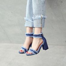 Ковбойские тканевые сандалии с низким каблуком высоким носком