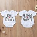 Tiny cottons bebê bodysuits para unissex nascido juntos amigos para sempre letras imprimir manga curta branco macacão gêmeo roupas de bebê