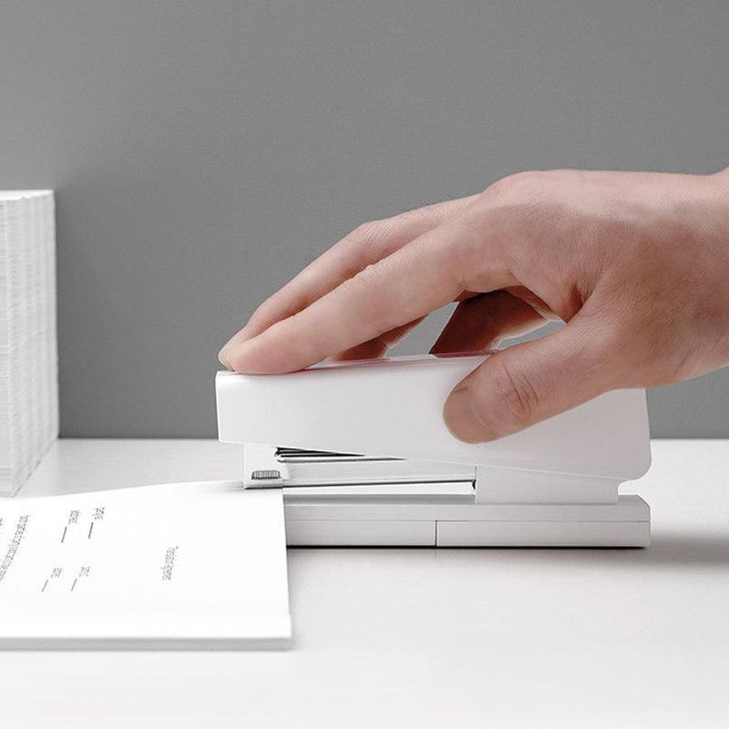 Xiaomi-Mijia-LEMO-Simple-Stapler-Mini-Safe-24-6-26-6-Include-100-Pcs-Staples-Nails (4)