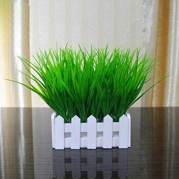 Maceta de césped Artificial de decoración de plantas falsas cerca de madera blanca decoración en maceta JS22