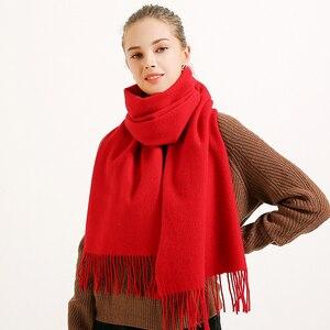 Image 2 - Kış 100% saf yün eşarp kadınlar katı kırmızı Echarpe bayanlar için sarar fular Femme püskül ile sıcak merinos yünü eşarp kaşmir