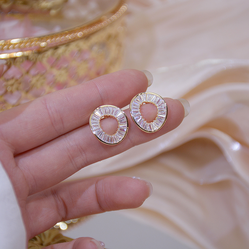 VILAGE Gold Color Fashion Irregular Circle Earring for Women Brilliant Stud Earring Brincos Wedding Ear Stud