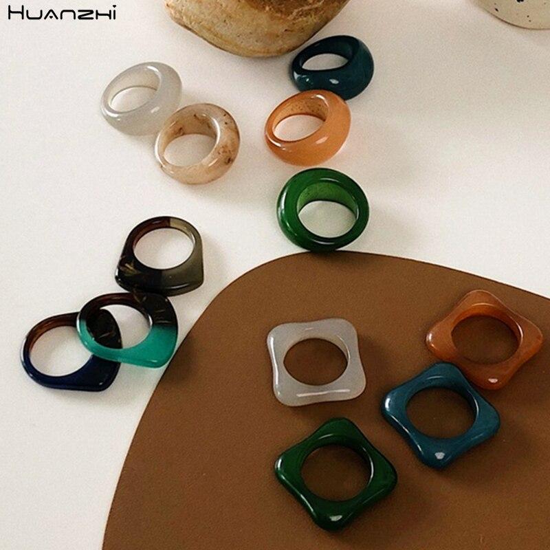 HUANZHI 2020 Новые Ретро Разноцветные квадратные круглые геометрические полые кольца из смолы для женщин и девочек деликатные ювелирные изделия...