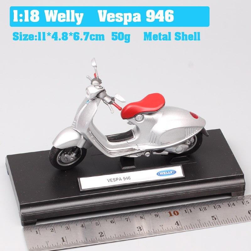 Vespa 946 Silver