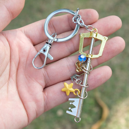 Królestwo serca keyblade korona brelok brelok wisiorek sora biżuteria pamiątka Chaveiro llaveros cosplay prezent