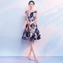 Коктейльные платья а силуэта с коротким рукавом и глубоким круглым