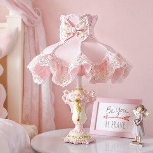 Принцесса розовые кружевные настольные лампы для спальни настольная современная лампа настольная Светодиодная лампа светильники Гостина...