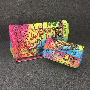 Image 3 - 26 センチメートル中規模カラフルな落書き虹バッグ女性のための 2019 の高級ハンドバッグ女性のバッグデザイナーの女性のクロスボディショルダーバッグ