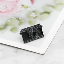 New creative accessories cartoon camera brooch enamel needle mini badge clothes bag FXM