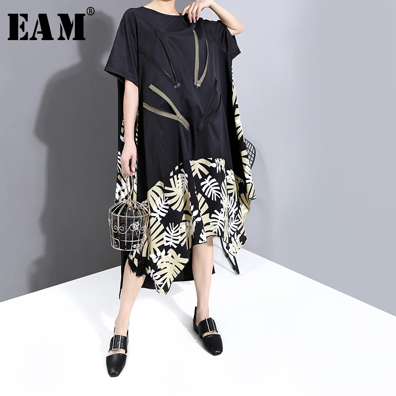 [EAM] Women Dress Asymmetrical Pattern Printed Big Size New Round Neck Short Sleeve Loose Fit Fashion Spring Summer 2020 1T855
