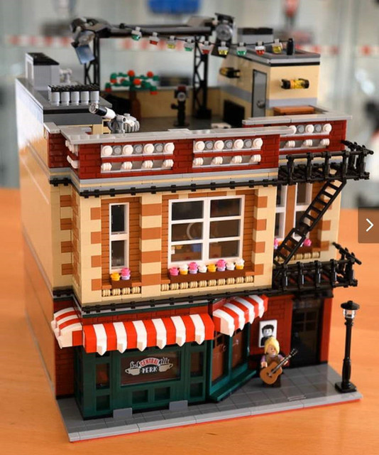 IN STOCK The big Bang Friends apartment Theory city street & American Drama Central Perk Cafe park building blocks toys gifts