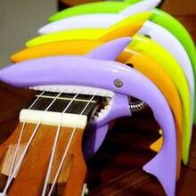 Squalo Chitarra/Ukulele Capo Capotraste Violão Guitarra Misura per 4-6 String Acoustic Elettrico Accessori Colorati di Plastica