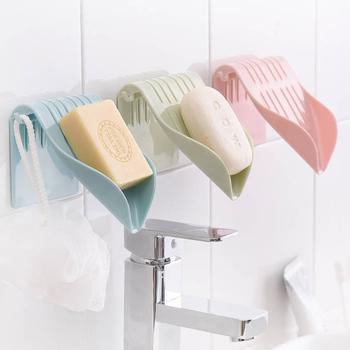 Spustowy mydelniczka Sucker mydelniczka danie organizer łazienkowy pudełko do przechowywania plastikowa taca uchwyt pojemnik do montażu na ścianie-bezpłatny tanie i dobre opinie Mydelniczki Z tworzywa sztucznego Soap box STAINLESS STEEL