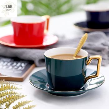 Ceramiczna filiżanka do kawy w stylu europejskim i zestaw z filiżanką i spodkiem prosta domowa złota glazura filiżanka popołudniowa herbata filiżanka herbata kwiatowa filiżanka własne logo tanie i dobre opinie CN (pochodzenie) kubki do kawy Europejska ze spodkiem Uchwyt CE UE