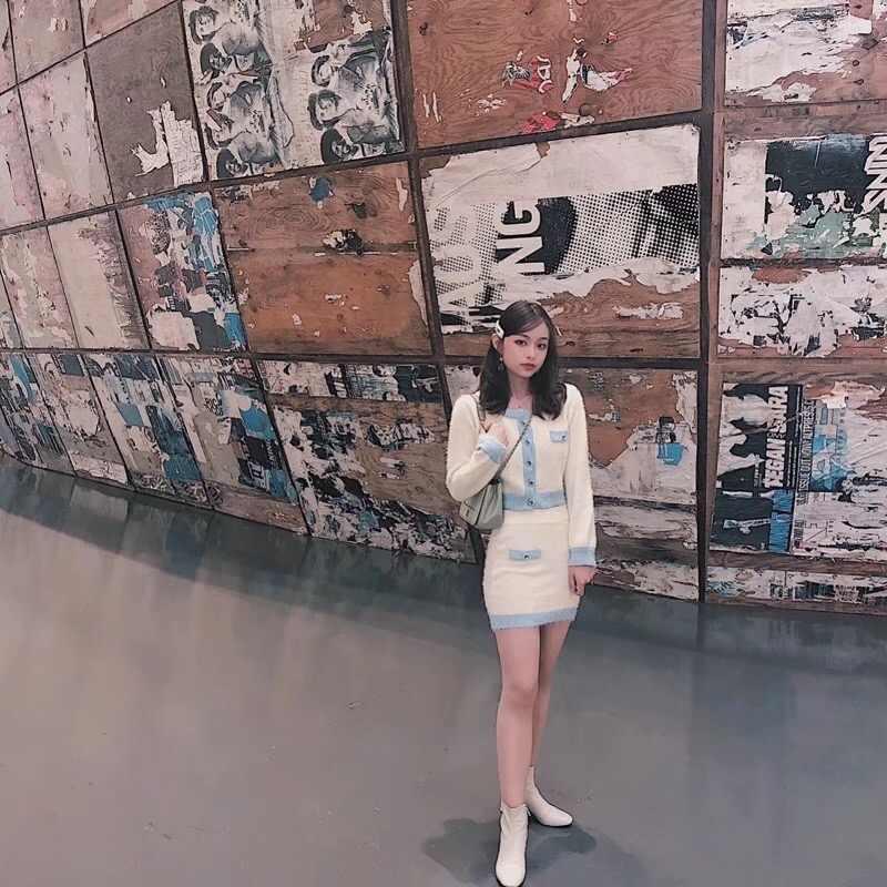 2019 가을 레트로 얽히고 설킨 대비 색 카디건 한국 싱글 브레스트 버튼 니트 스웨터 패키지 엉덩이 미니 스커트 1 Set