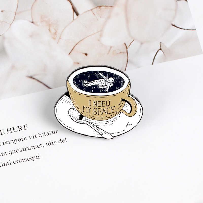 スペースコーヒーカップピン宇宙冒険エナメルピンブローチ孤独宇宙飛行士ラペルピンバッジ服バッグ宝石コレクターギフト