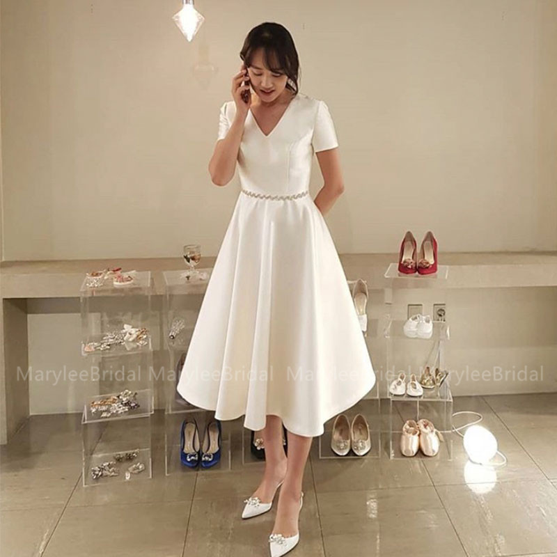 Vintage Tea Length Wedding Dress Short Sleeves V-neck Korea Bride Dress Short Robe Mariage Diamonds Belt Vestido De Casamento