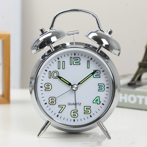 4 inch Metal Alarm Clock Vintage Luminous Table Clocks Home Bedside Mute Movement Chronicker Student Morning Gets up Clock