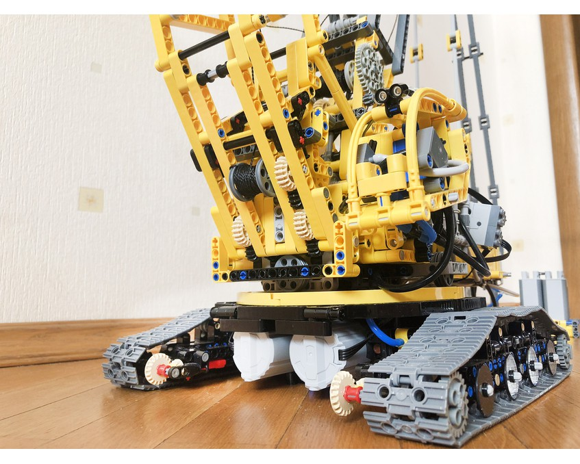 MOC 39663 2020 Liebherr LR 11000 by OleJka with 3826 pieces