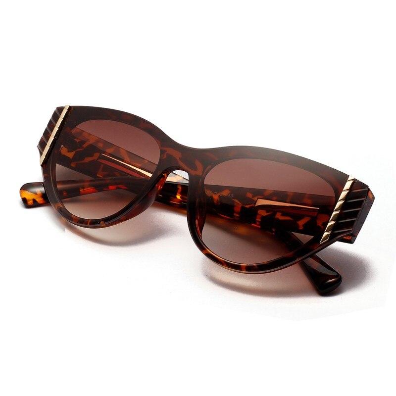 Женские солнцезащитные очки с заклепками в стиле ретро оправой