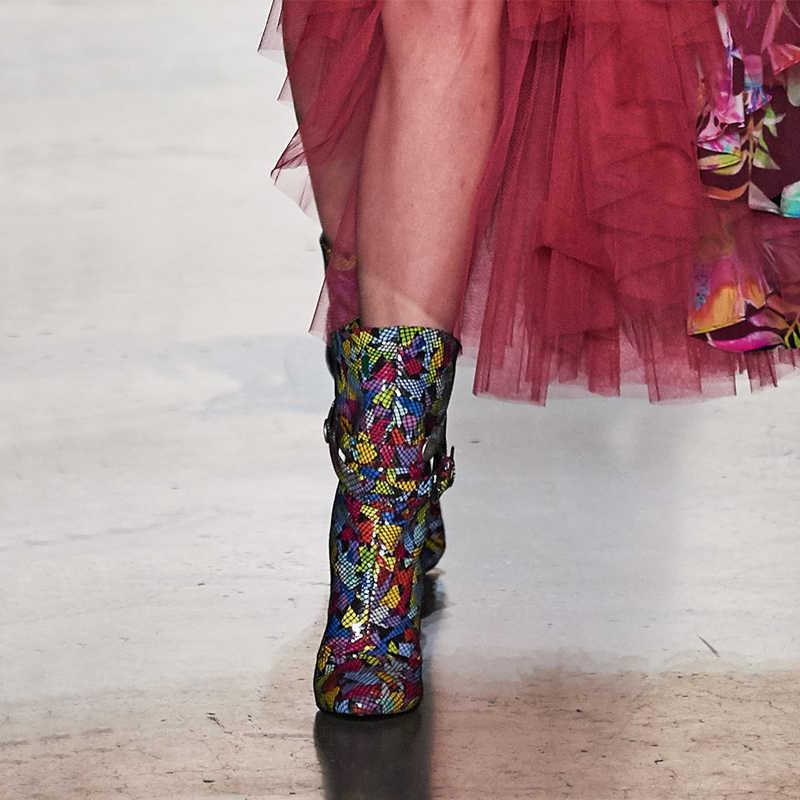 Hakiki deri parti pist çizmeler kadın sivri burun Metal dekor kemer yüksek topuk ayakkabı kadın moda T gösterisi Stilettos Botas mujer