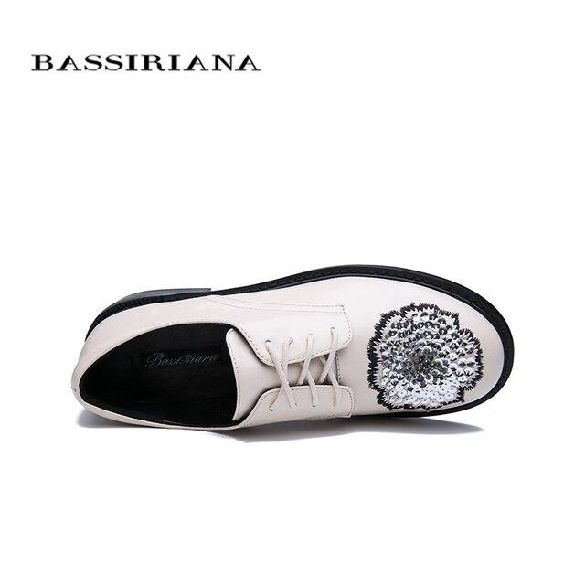 BASSIRIANA 2020 весной и осенью новые кожаные плоские женские туфли, вышитые вышитые круглым носком повседневная обувь