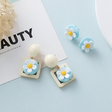 2019 New Lovely Elegant Flower Stud Lady Chrysanthemum Summer Fresh Earrings Simple Geometric