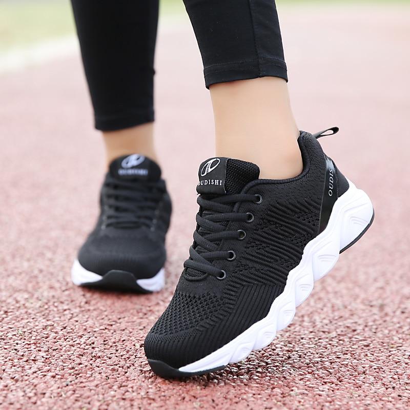 Купить женские беговые кроссовки прочные нескользящие с увеличивающей
