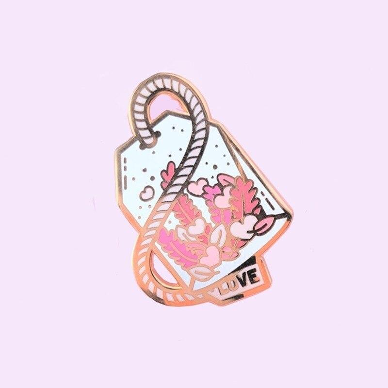 Брошь на лацкан с эмалью в виде розового цветка