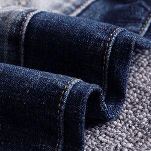 Image 2 - Pantalones vaqueros de estilo italiano para hombre, Vaqueros ajustados con empalme de diseño, rasgados, estilo Hip Hop, ropa de calle, vaqueros de motorista, 2020