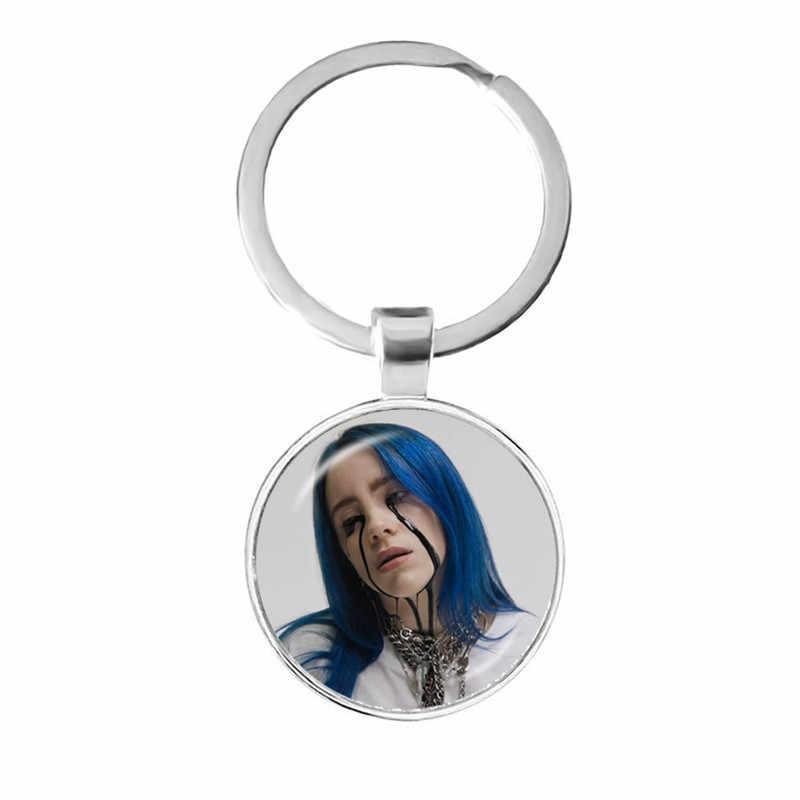 แฟชั่นแก้ว Cabochon พวงกุญแจ Billie Eilish Handmade ยอดนิยม Hip-Hop นักร้องอินเทรนด์ Keyrings สำหรับแฟนของขวัญ