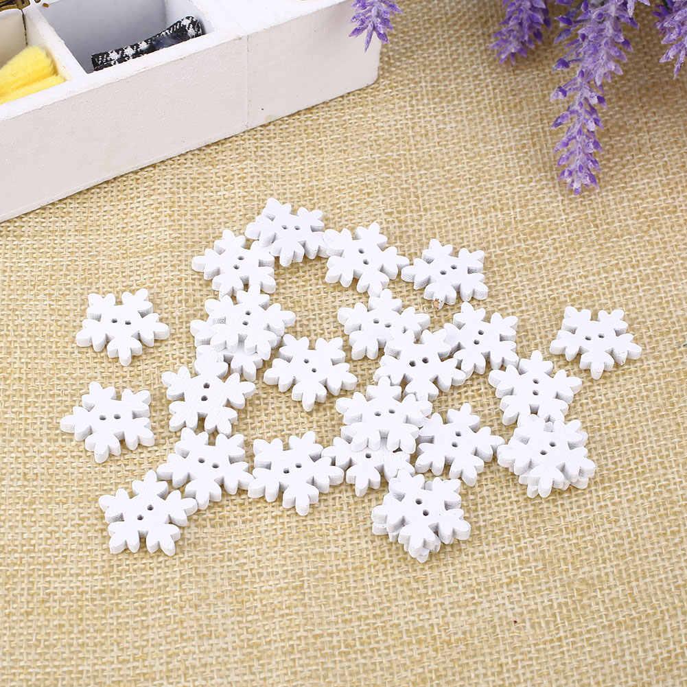 50 ピース/パッククリスマス白スノーフレーク木製ボタンクリスマス縫製子供の雪の形状ボタン美しいスクラップブック服バックル