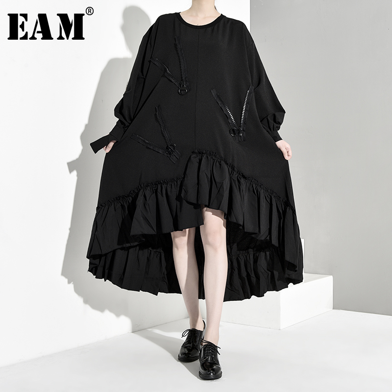 [EAM] Women Black Pleated Asymmetrical Big Size Dress New Round Neck Long Sleeve Loose Fit Fashion Tide Spring Autumn 2020 1B052