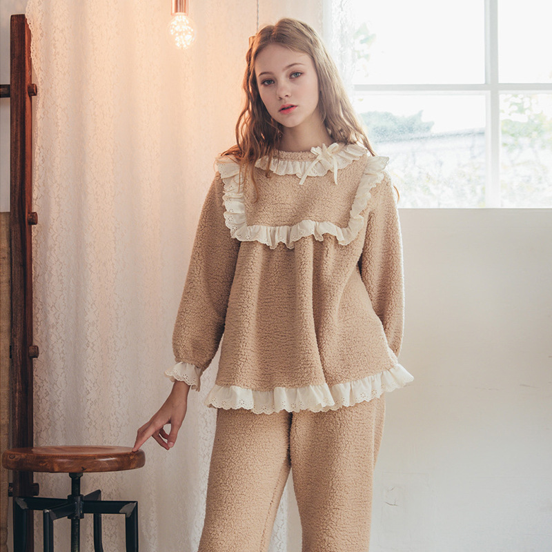 SP&CITY 2PCS Palace Style Princess Lace Edge Velvet Pajamas Warm Women's Pajamas Lovely Sleepwear Pajamas Female Winter Lingerie